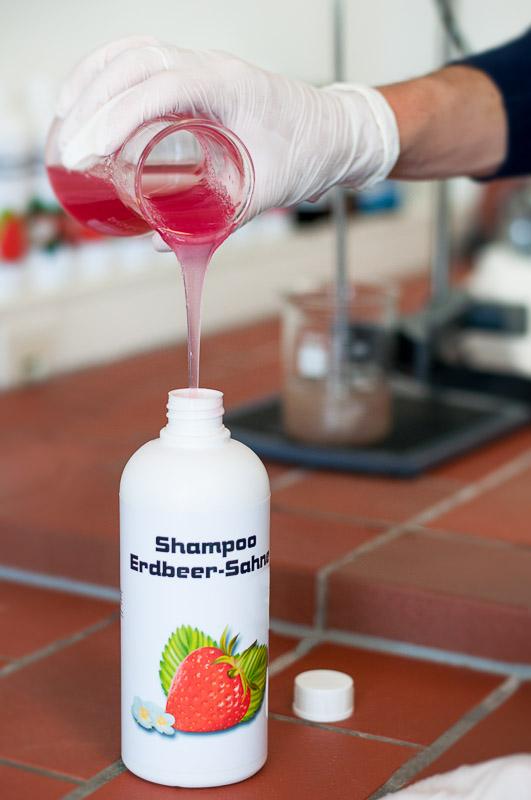 Dein individuelles Shampoo wird für Dich zubereitet